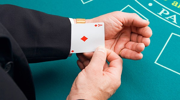 Playing cards cheating devices